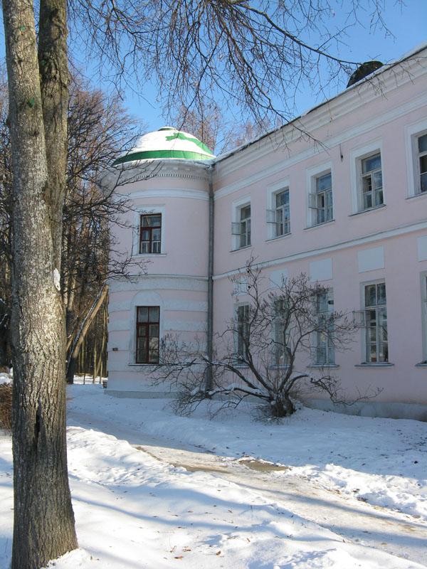 Главный дом в Поливаново. Настоящий замок. Сейчас - клиника, но вход свободный